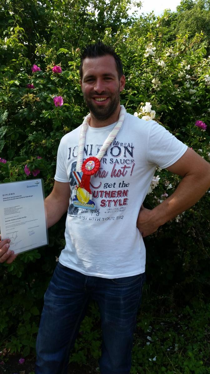 Geert met zijn diploma