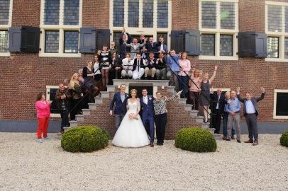 Met alle hulpboeren en vrijwilligers bruiloft